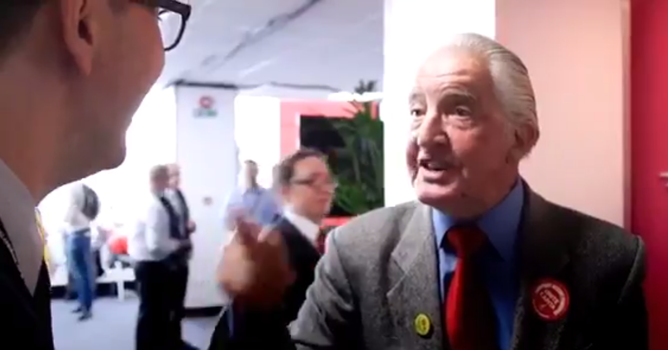 Watch: Dennis Skinner just taught a pompous journalist a lesson they should never forget at Labour Conference